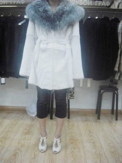 白色长款女士大衣   4000元