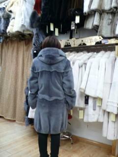 女士灰色长款大衣   4200元